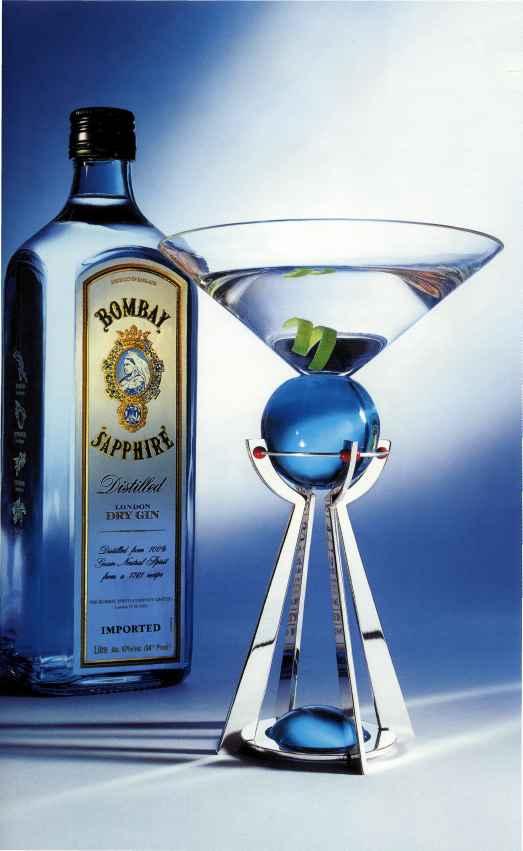 Легендарный коктейль Dry Martini -джин, сухой вермут и неизменная оливка...